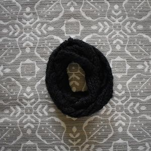 Accessories - Black Knit Scarf